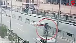 لحظه انفجار عامل انتحاری در میان پلیس های مصری