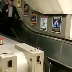 کلیپ خنده دار  پله برقی