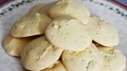 طرز تهیه شیرینی گردویی پفکی ترد و خوشمزه | انتخابی عالی برای شیرینی عید نوروز