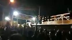 فیلمی دیگر از تجمع مردم مقابل درب فرمانداری دزفول
