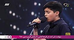 خوانندگی یک نوجوان در ب...