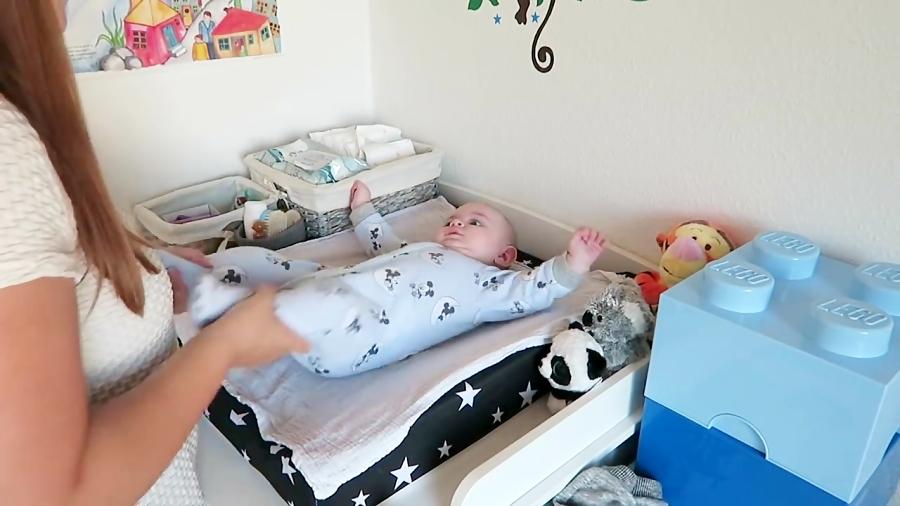 آموزش بچه داری: یک روز از زندگی یک نوزاد تازه متولد شده