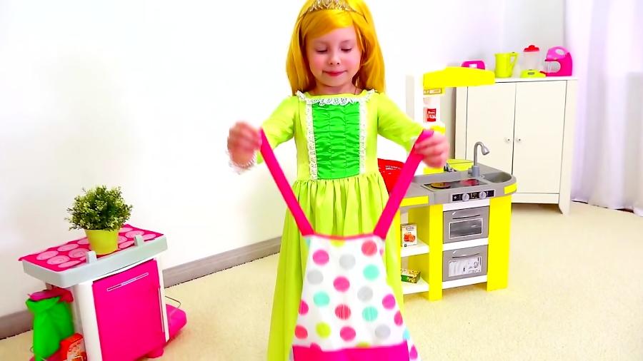 شاهزاده آلیس با وسایل آشپزخانه بازی میکنه