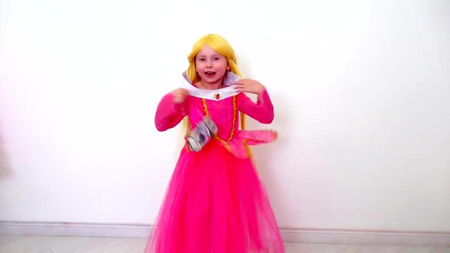آلیس با لباس و آرایش شاهزاده ها به جشن تولد میره