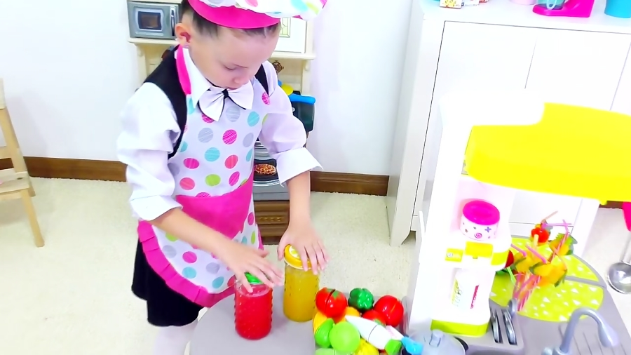 آلیس آشپز میشه و با پاپی کافه بازی میکنه