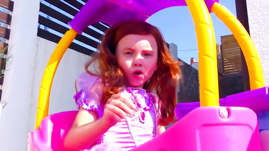 برنامه کودک: الیس به شکل عروسک سوفیا و راپونزل درمیاد