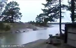 برخورد صاعقه با رودخان...