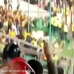 ضرب و شتم پليس توسط هواداران سپاهان!