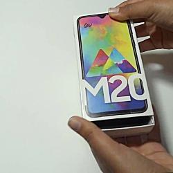آنباکس گوشی موبایل سامسونگ مدل گلکسی M20
