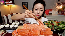 چالش خوردن ماهی سالمون{خام}!!!
