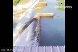 لحظه خراب شدن یکی از آب بندهای سد قدیمی روی دریاچه دونلپ در تگزاس
