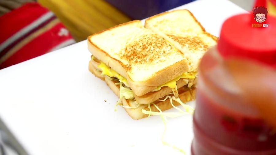 غذای خیابانی کره ای (ساندویچ املت و همبرگر)
