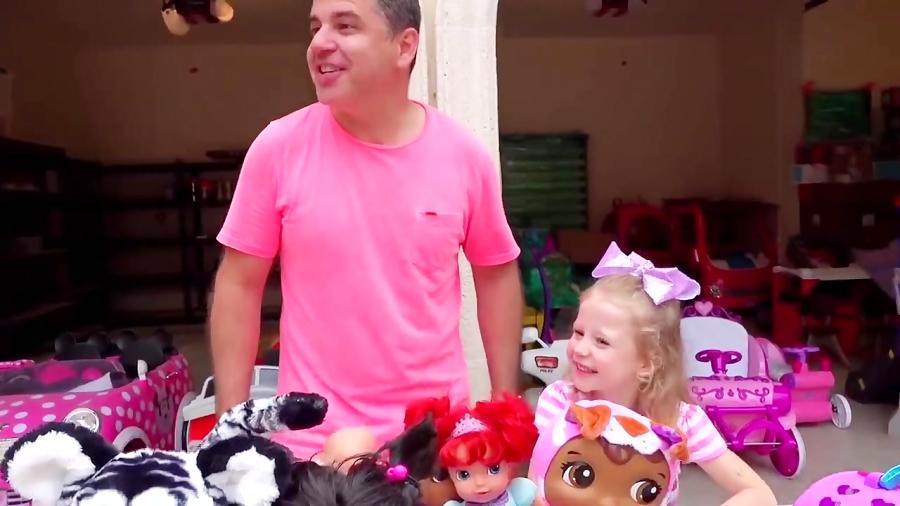 استیسی و بابایی اسباب بازی های قدیمی رو فروختند -- برنامه کودک