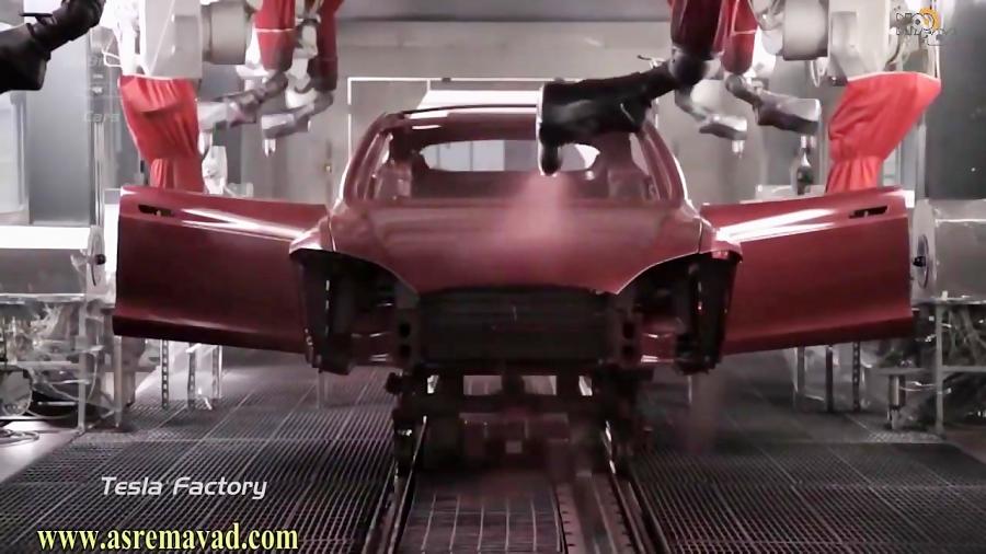 خط تولید خودروی برقی تسلا S در خودروسازی تسلا موتورز آمریکا