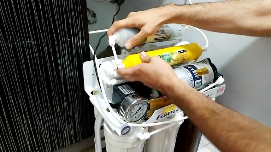 آموزش تعویض فیلتر مینرال یا مواد معدنی در دستگاه تصفیه آب خانگی