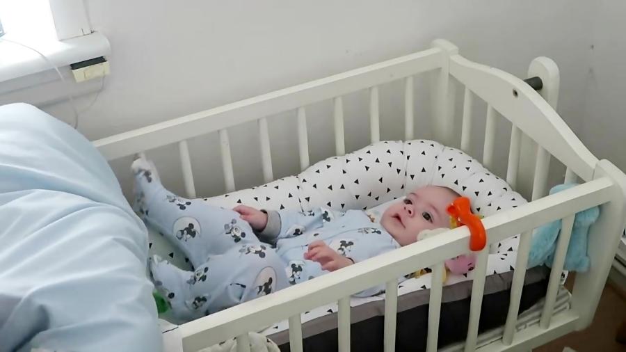 آموزش بچه داری: یک روز از زندگی یک نوزاد عروسکی و نوزاد واقعی