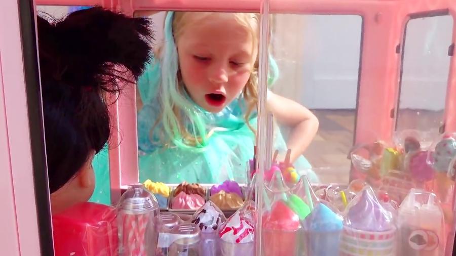 ناستیا و اسباب بازی جدید - ماشین عروسکی در کارواش