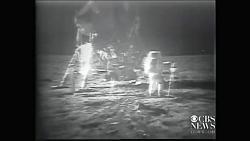 نصب پرچم روی سطح ماه