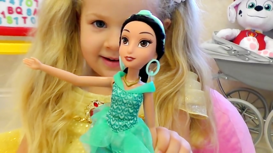 قایم باشک بازی دیانا با عروسک های پرنسس السا