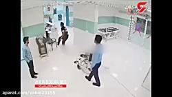 لحظه درگیری پلیس با یک ...