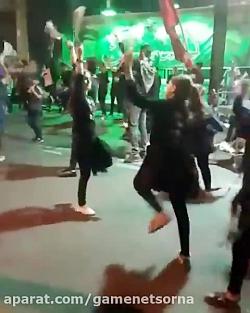 زنجیز زدن دختران در خیابان