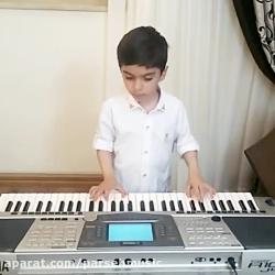 نواختن موسیقی توسط هنر...