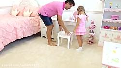 دیانا با پدرش بازی میکند
