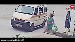 لحظه تصادف سرویس مدرسه ...