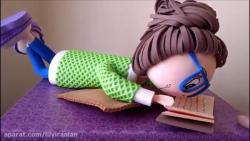 آموزش یک عروسک فومی که در حال مطالعه است