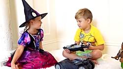 دیانا یک لباس هالووین را انتخاب می کند
