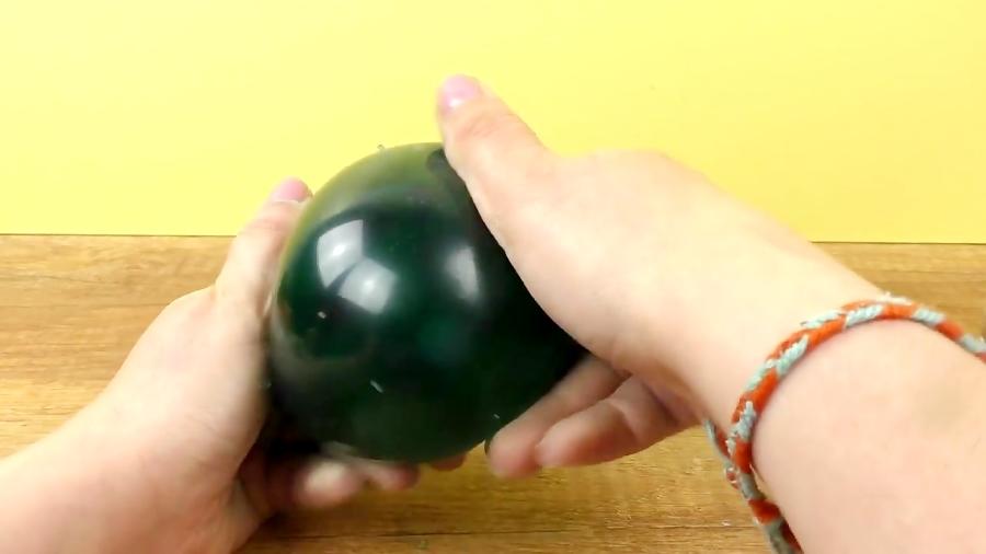 ترکیب خمیر اسلایم و خاک ژله ای برای ساخت توپ ضد استرس