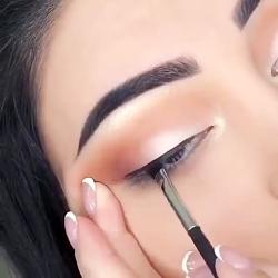 آموزش آرایش کشیدن خط چشم