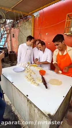 پراتا معروف چابهاری با نیمرو و نخود