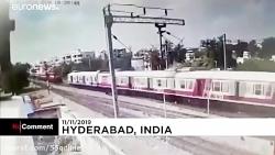 دو قطار مسافربری روز دوشنبه در شهر جنوبی حیدرآباد هند با یکدیگر تصادف کردند.