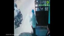 غافلگیر شدن مرد مسلحی که قصد ربودن زنی را از کنار خیابان داشت