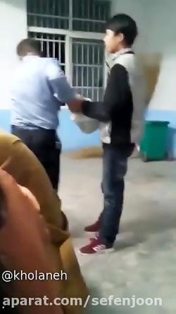 بچه ای که معلم رو میزنه(چند نفره)