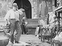 فیلم پشت صحنه   1916 - چارلی چاپلین  Behind The Screen