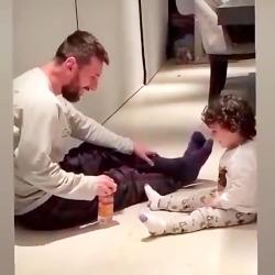 چالش بطری لیونل مسی با فرزندش