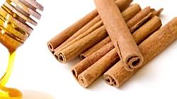 خواص عسل و دارچین برای درمان نفخ و درد معده و درمان ریزش مو