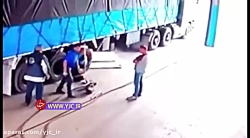 انفجار لاستیک کامیون حین تعویض