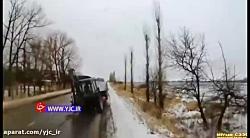 تصادف غیرمنتظره یک خودرو با چرخ تراکتور