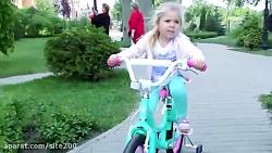 بازی دیانا با دوچرخه جدیدش