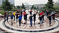 رقص شاد و هماهنگ آذری در پارک آب و آتش تهران