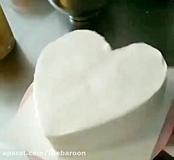 تیله بارون: تزئین کیک قلب حصیری با خامه