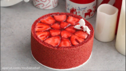کیک قرمز توت فرنگیRed velvet strawberry cake