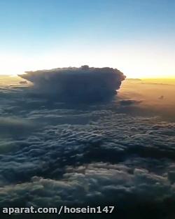 نمایی از یک روز طوفانی از فراز ابر ها