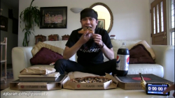چالش خوردن ۳ پیتزا خانواده با یک  نوشابه خانواده