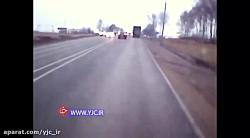 تصادف وحشتناک تریلی با دو خودرو به دلیل خلاف رفتن در جاده