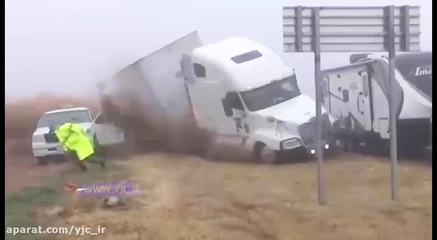 تصادف زنجیرهای وحشتناک به دلیل مه گرفتگی شدید
