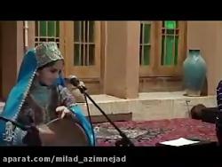 آواز خواندن دختر بچه یزدی با شعر و لهجه یزدی در انجمن ادبی حافظ آرا